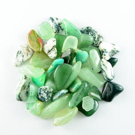 고립 된 녹색 돌