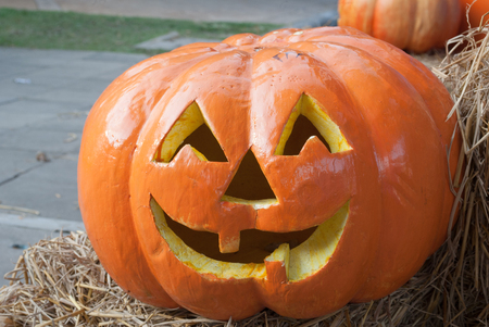 carving pumpkin: Calabaza que talla S�mbolos de Halloween.