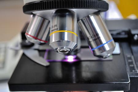 laboratorio clinico: microscopio