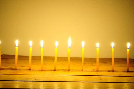 luz de velas: Si�ntase rom�ntica con velas. Foto de archivo