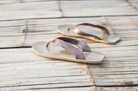sandal: sandalia en el concepto de tiempo de vacaciones.