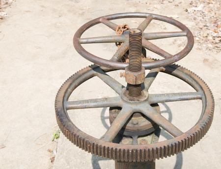machining: metalworking industry: tooth gear wheel machining