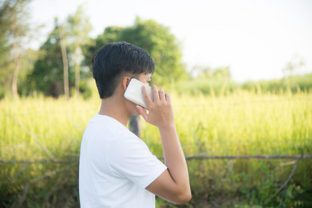 adentro y afuera: El uso humano en la puerta de la salida del smartphone