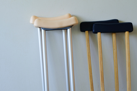 hip fracture: crutches