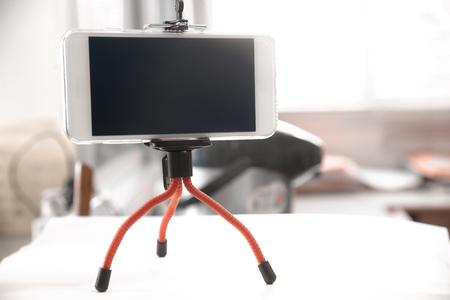 smartphone op mini-statief Stockfoto
