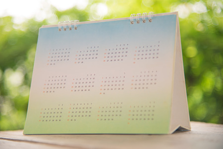 Blurred Green Calendar on nature background. Standard-Bild