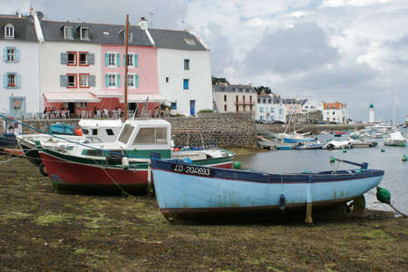 superstructure: Bateau de p�cheur au port � mar�e basse ; Vessel fishing; Boat of fisherman to the port with low tide Stock Photo