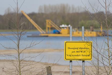 Commerciële zandwinning op een recreatieplas de Hilgelo bij Winterswijk in de Achterhoek in Nederland Stockfoto