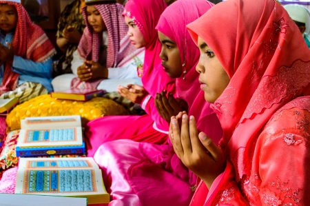 BANGKOK - APRIL 13   The Children pray for Allah for ceremony in Graduation of the Quran on April 13, 2013 in Bangkok, Thailand