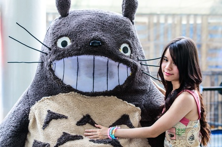 BANGKOK - AUGUST 31   Cosplayer as characters Totoro from My Neighbor Totoro in Japan Festa in Bangkok 2013 on August 31, 2013 at Central World, Bangkok, Thailand  Editöryel