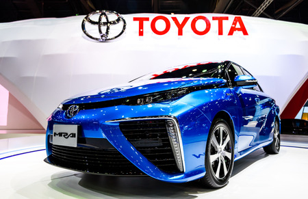 hidrogeno: BANGKOK - 24 de marzo: Toyota Mirai, veh�culo de motor de hidr�geno en exhibici�n en el 36o Sal�n Internacional del Autom�vil de Bangkok