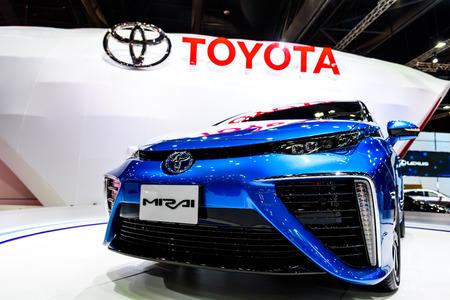 hidr�geno: BANGKOK - 24 de marzo: Toyota Mirai, veh�culo con motor de hidr�geno en exhibici�n en el 36o Sal�n Internacional del Autom�vil de Bangkok Editorial