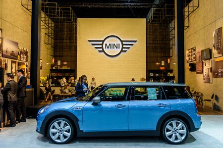cooper: NONTHABURI - NOVEMBER 30 : Mini Cooper Club man on display at Thailand International Motor Expo 2016 on December 8, 2016 in Nonthaburi, Thailand. Editorial