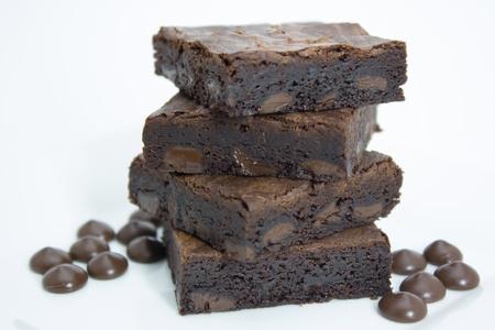 Brownies de chocolate de postre en el fondo blanco Foto de archivo