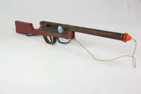incartade: pop-out cha�ne arme-jouet en bois