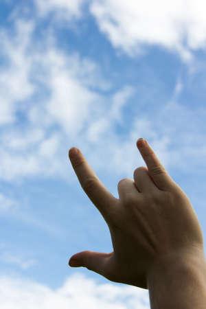 faisant l amour: M�les adultes mains spectacles faisant forme d'amour.