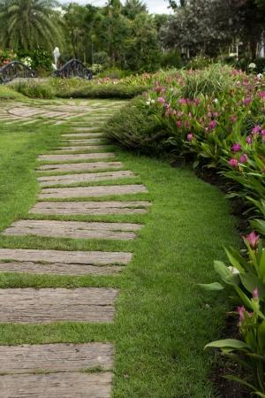 Stone walk way winding in flower garden 免版税图像
