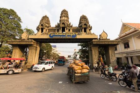POIPET, CAMBOYA 08 de febrero 2015: Cruce de fronteras entre Tailandia y Camboya en la ciudad de Poipet.