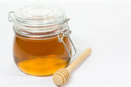 miel en frasco con brazo de miel