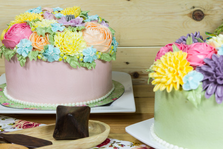 sugar paste: Beautiful decorative cake with flowers