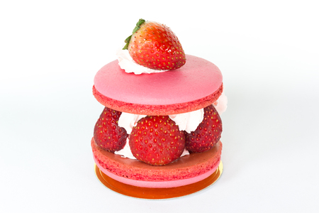 close up strawberry macaroon on white background Foto de archivo
