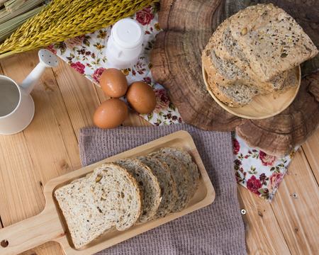 whole grain bread with egg on the wooden
