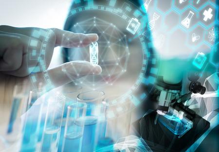 Concept de groupe de scientifiques travaillant au laboratoire.