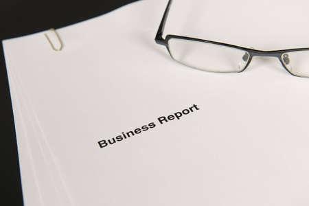 informe comercial: Informe de negocio y anteojos