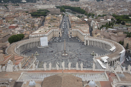saint pauls cathedral: St. Peters SquareItalian Piazza San Pietro at the Vatican, view from Saint Pauls Cathedral Italian Basilica Sancti Petri, Rome, Italy, 23-07-2012