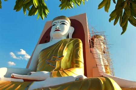 bo: Kyaikpun Pagoda is a pagoda in the  Bago city, myanmar. Most notably, Kyaik Pun Pagoda is the home to the Four Seated Buddha shrine