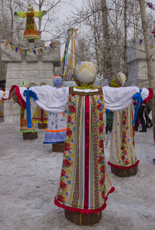 The Park of the Universiade 2019. Stuffed in traditional Russian clothes. Foto de archivo - 124584360