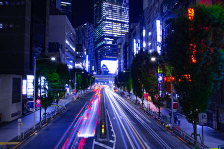 A night urban city street in Shibuya Tokyo wide shot Banque d'images - 157173301