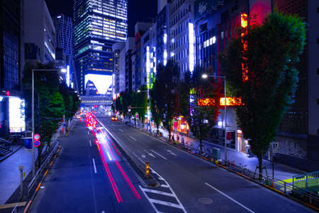A night urban city street in Shibuya Tokyo wide shot Banque d'images - 157173350