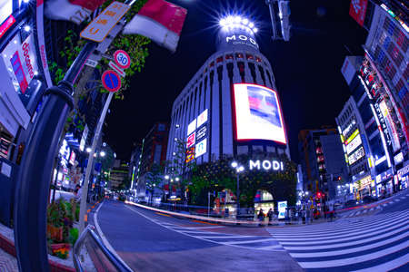 A night neon town in Shibuya Tokyo wide shot Banque d'images