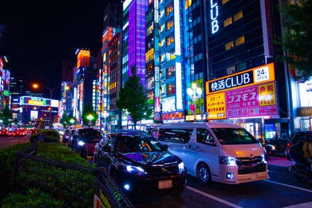A night neon street in Shinjuku wide shot Banque d'images - 158498929