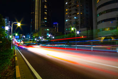 A night city street in Tokyo wide shot Banque d'images - 158946543