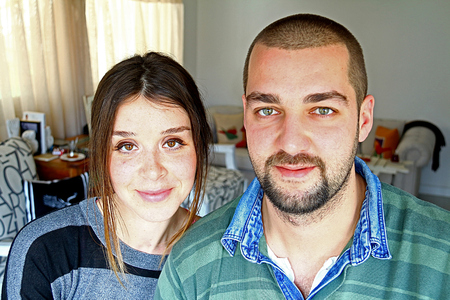 Young Turkish Married Ccouple At Home Standard-Bild