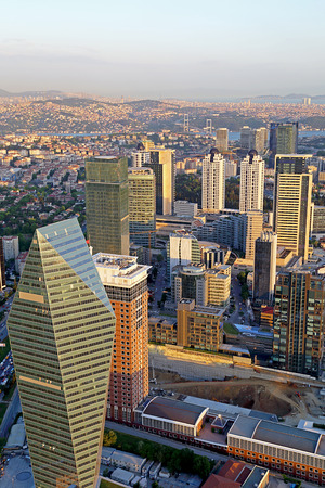 Bürogebäude mit Blick auf Bosporus-Brücke Standard-Bild - 29123848