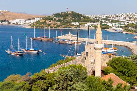 Mit Blick auf Halikarnas, Bodrum Marina von Bodrum Castle Türkische Riviera Standard-Bild - 44267630