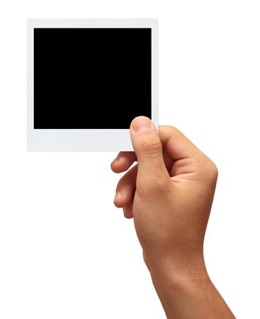 tomados de la mano: Mano que sostiene una foto en blanco delante de background.studio blanco dispar� el aislamiento en blanco Foto de archivo