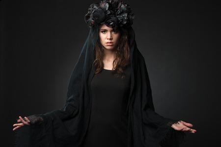 Black Widow. Dark beauty portrait of pale woman. Foto de archivo