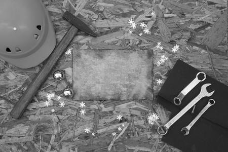Vacances d'hiver félicitations pour les hommes qui se occupent des réparations. Noir et blanc Banque d'images - 34580272