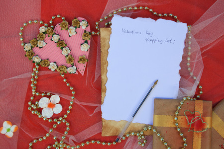 perls: Valentines Day shopping list with free space for a text