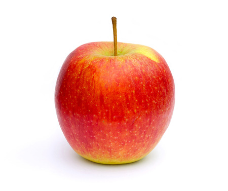 Żółty czerwone jabłko na białym powierzchni