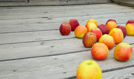 stimulator: Fresh picked up apples on a wooden surface.