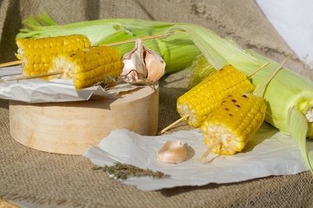 insoluble: Grilled corn skewers on a sackcloth