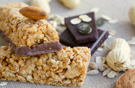 pressure loss: Granola bars and its ingredients in the background.