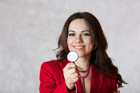 30 to 40 years: A young woman between 30 and 40 years old dressed in a formal manner keeps a stethoscope.