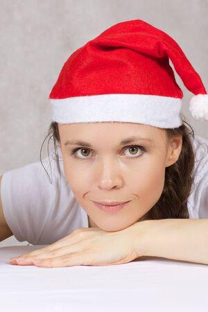 Młoda kobieta ubrana w Mikołaje. Zbliżenie Zdjęcie Seryjne