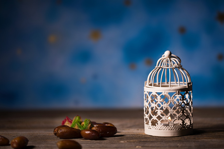 Dates and candle holder on a wooden surface. Closeup 版權商用圖片